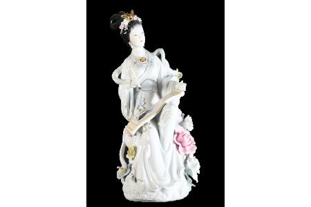Very Fine Porcelain Geisha Lady