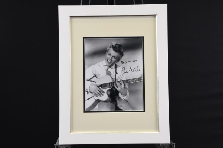 SIGNED TOMMY STEELE PRESENTATION